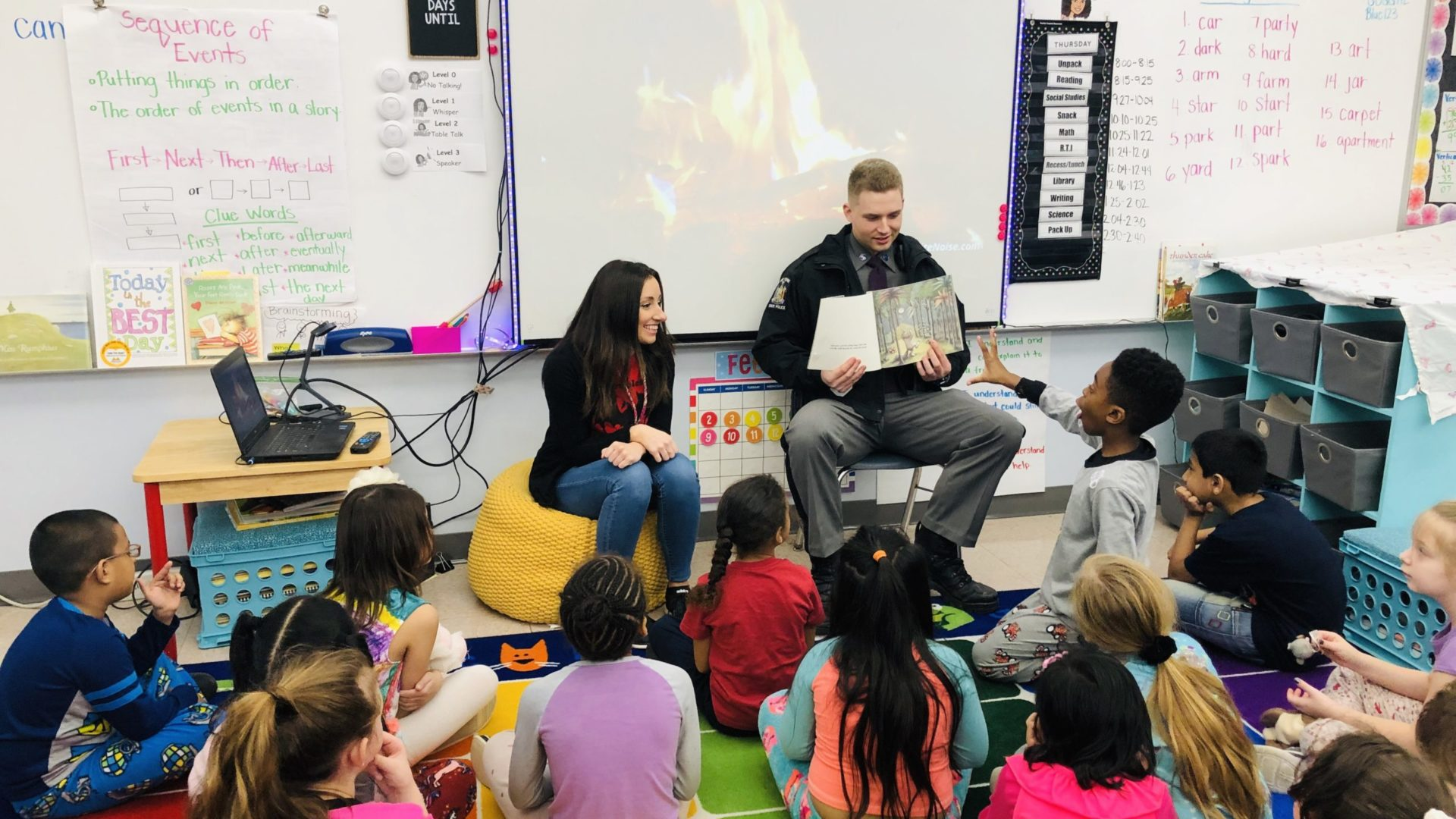 a New York State Trooper reads to elementary students